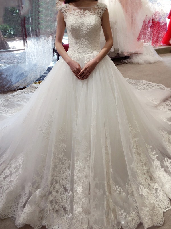 Ball Gown Applique Bateau Sleeveless Chapel Train Tulle Wedding Dresses