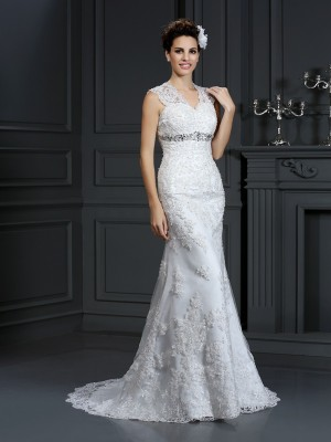 Sheath/Column Beading V-neck Sleeveless Sweep/Brush Train Lace Wedding Dresses