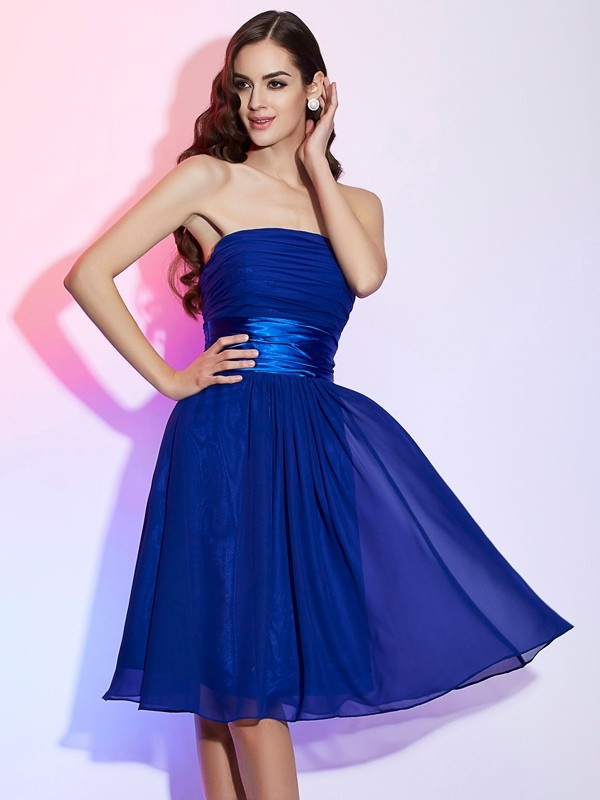 A-Line/Princess Bowknot Strapless Sleeveless Knee-Length Chiffon Dresses
