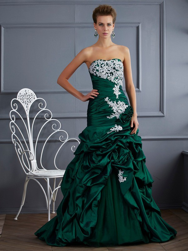 Ball Gown Applique Strapless Sleeveless Sweep/Brush Train Taffeta Dresses