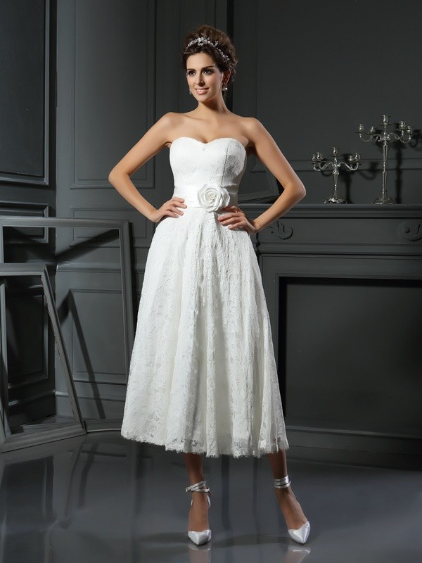 A-Line/Princess Lace Sweetheart Sleeveless Tea-Length Lace Wedding Dresses