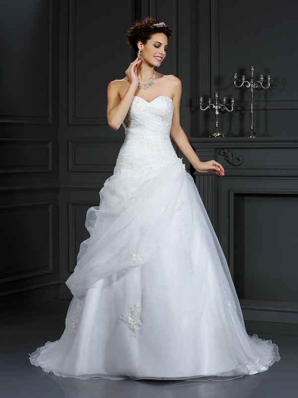 Ball Gown Beading Sweetheart Sleeveless Court Train Organza Wedding Dresses