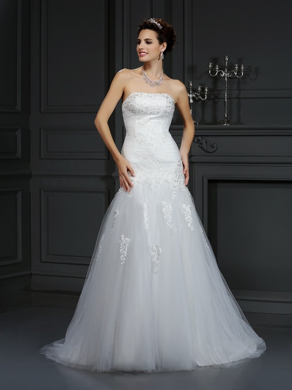 Sheath/Column Lace Strapless Sleeveless Court Train Satin Wedding Dresses