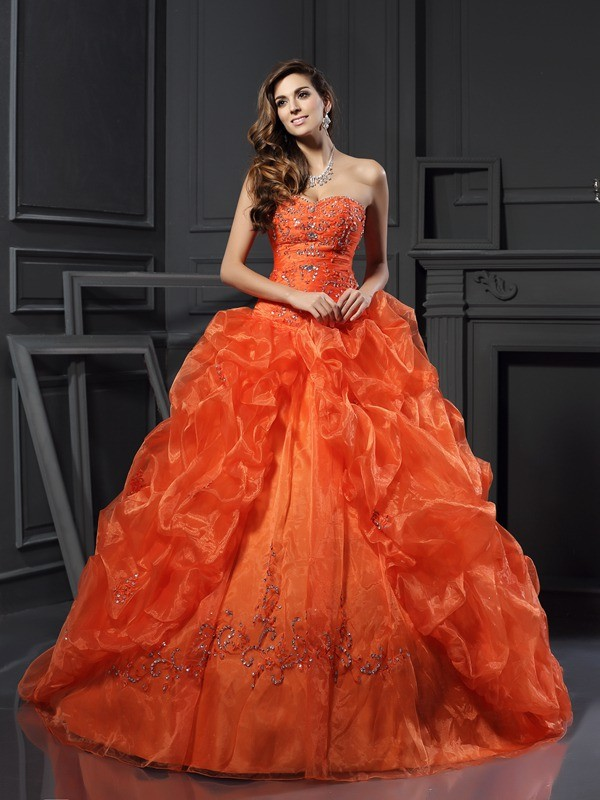 Ball Gown Beading Sweetheart Sleeveless Court Train Organza Dresses