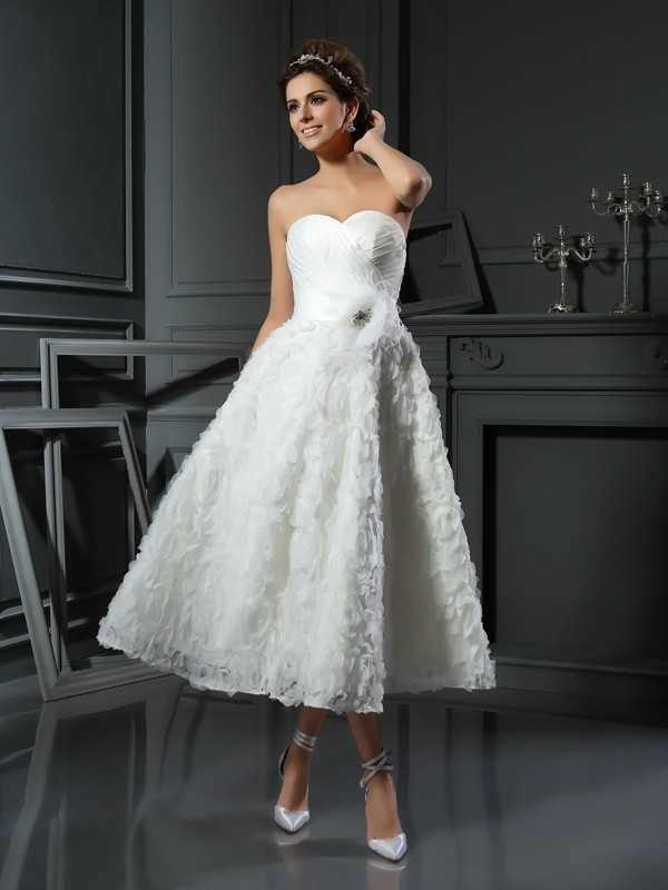 A-Line/Princess Bowknot Sweetheart Sleeveless Tea-Length Satin Wedding Dresses