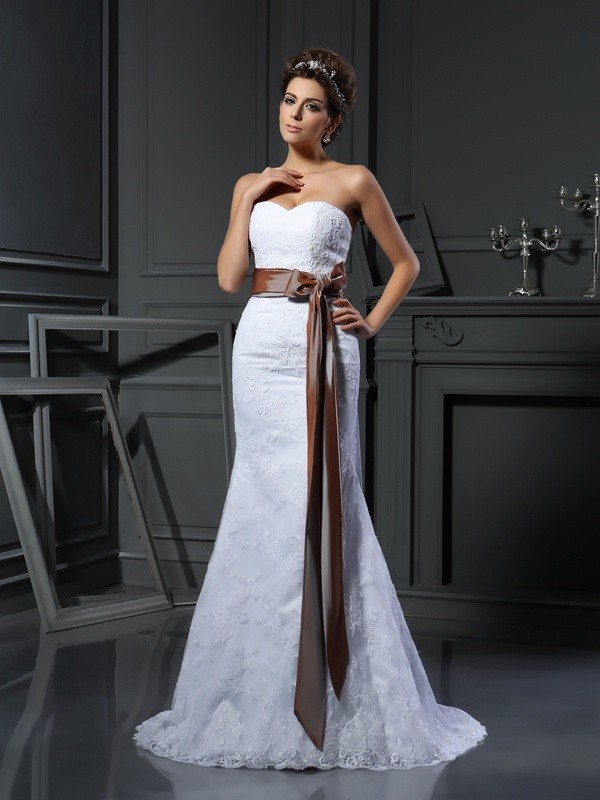 Sheath/Column Applique Sweetheart Sleeveless Court Train Net Wedding Dresses