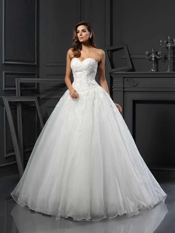Ball Gown Beading Sweetheart Sleeveless Court Train Tulle Wedding Dresses