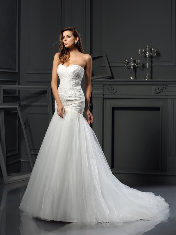 Trumpet/Mermaid Applique Sweetheart Sleeveless Chapel Train Tulle Wedding Dresses