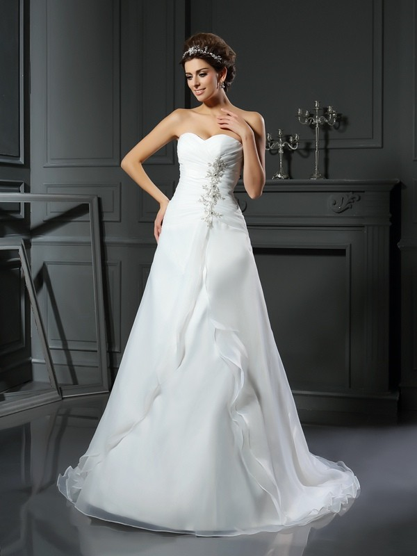 A-Line/Princess Ruched Sweetheart Sleeveless Chapel Train Satin Wedding Dresses