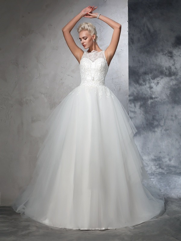 Ball Gown Applique Bateau Sleeveless Chapel Train Net Wedding Dresses