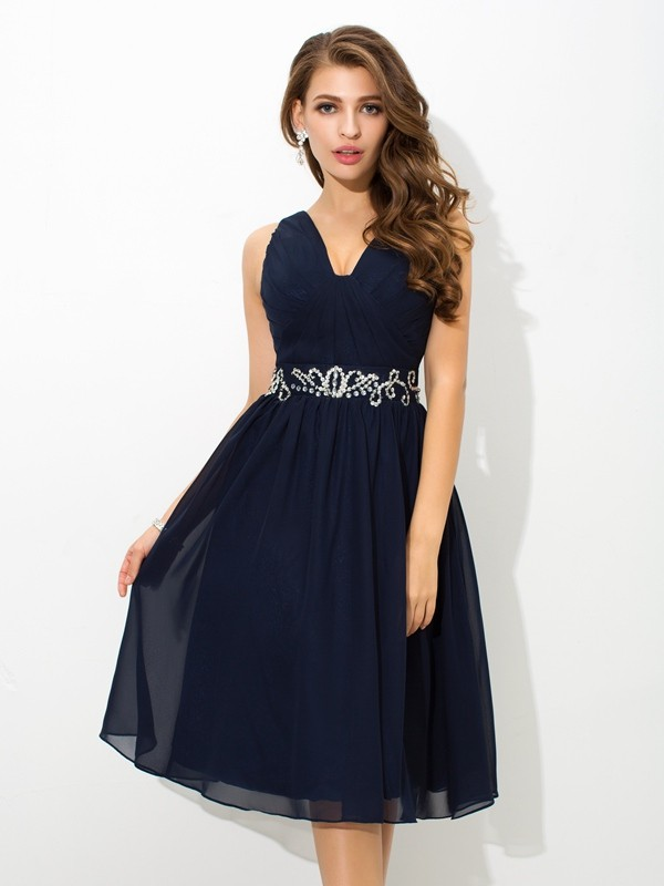 A-Line/Princess Beading Straps Sleeveless Knee-Length Chiffon Dresses