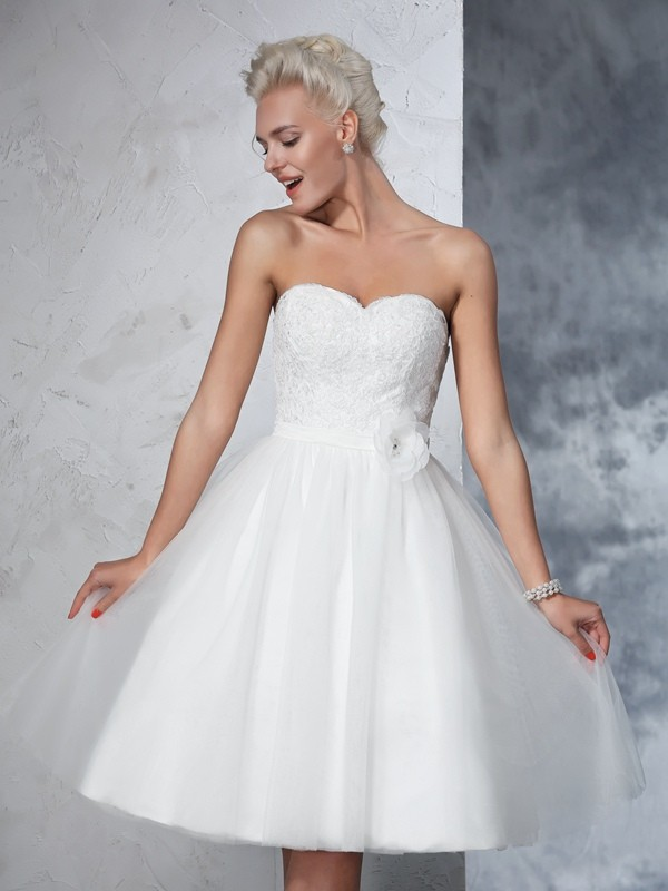 A-Line/Princess Hand-Made Flower Sweetheart Sleeveless Knee-Length Net Wedding Dresses