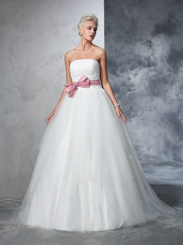 Ball Gown Bowknot Strapless Sleeveless Court Train Net Wedding Dresses