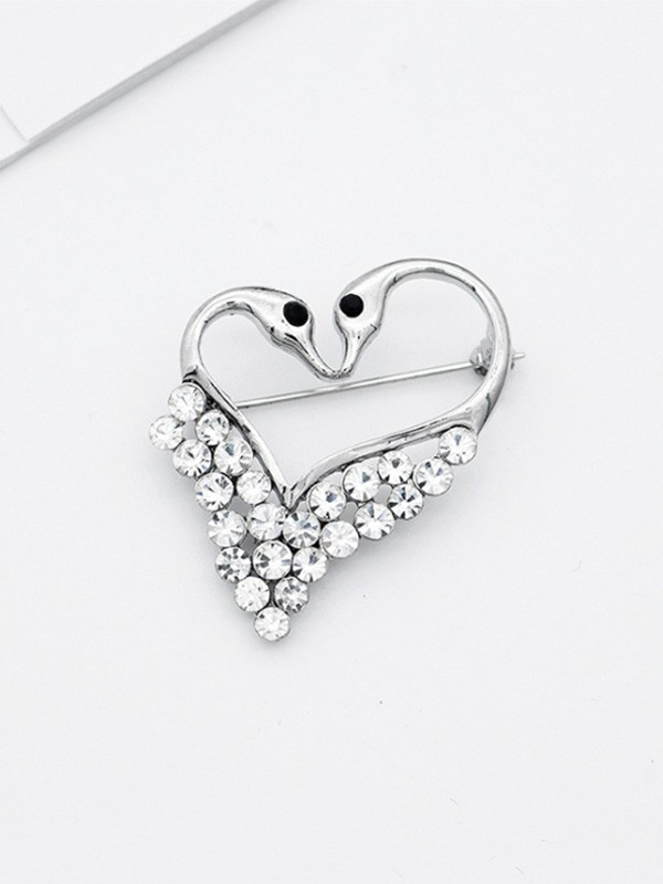Elegant Alloy With Rhinestone Ladies' Brooch