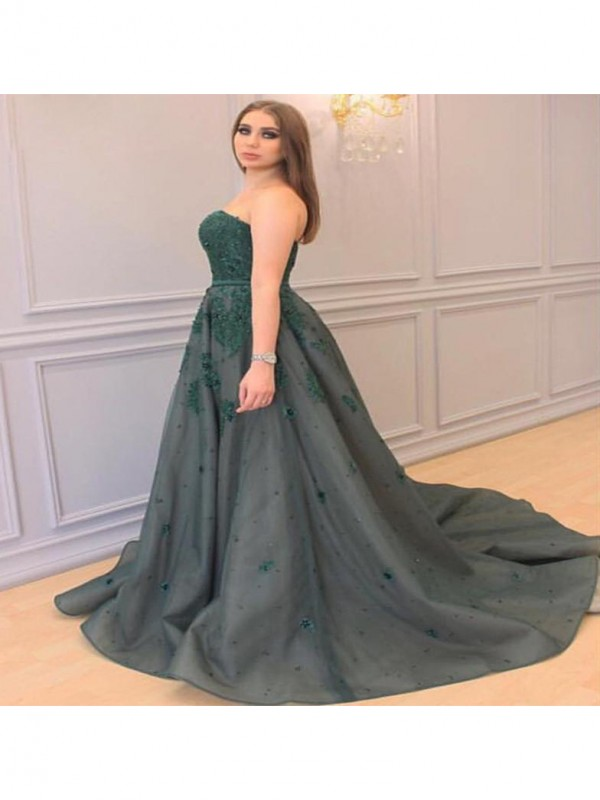 A-Line/Princess Applique Sweetheart Sleeveless Court Train Tulle Plus Size Dresses