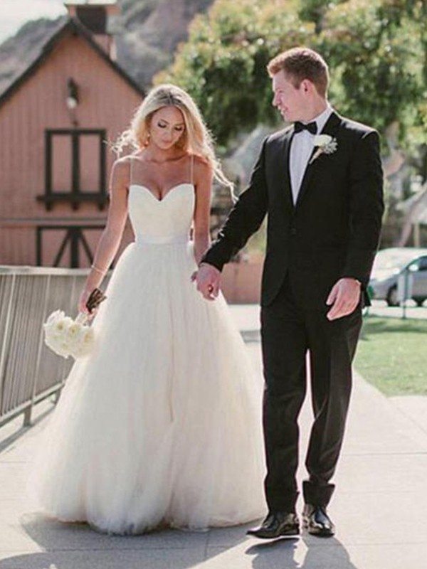 Ball Gown Sweetheart Sleeveless Sweep/Brush Train Tulle Wedding Dresses