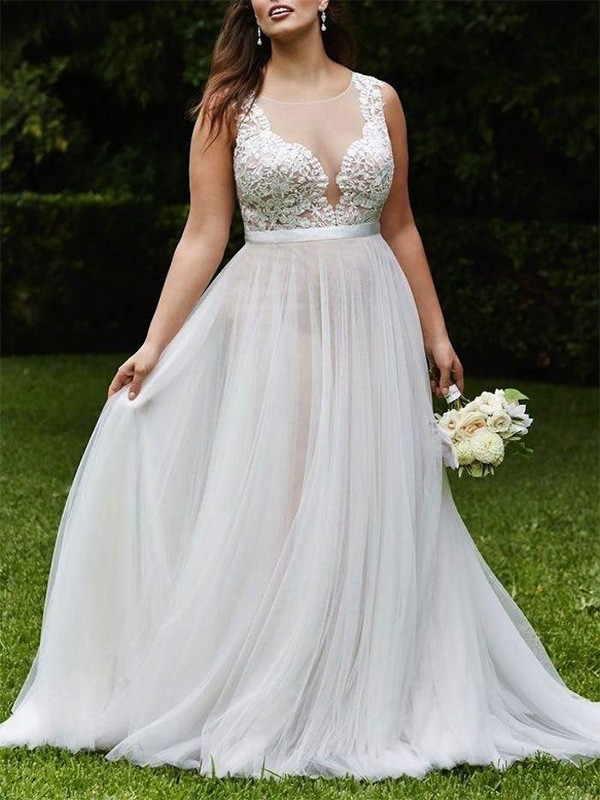 A-Line/Princess Lace Scoop Sleeveless Court Train Tulle Wedding Dresses
