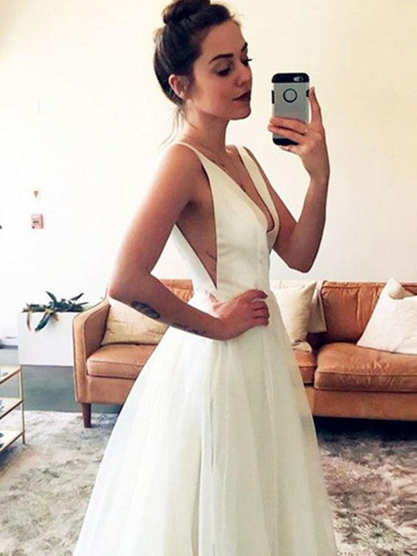 A-Line/Princess Ruched V-neck Sleeveless Sweep/Brush Train Tulle Wedding Dresses