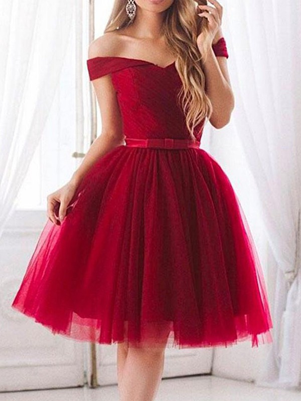 A-Line/Princess Ruffles Off-the-Shoulder Sleeveless Knee-Length Tulle Dresses