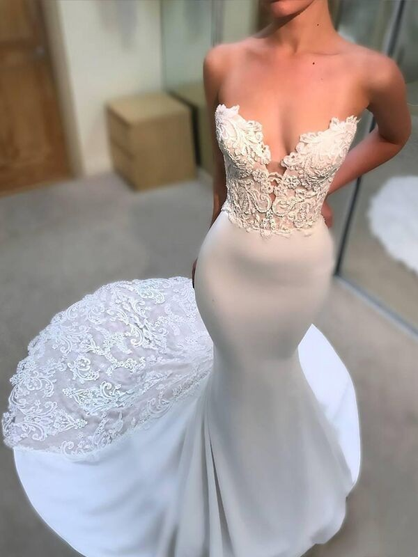 Trumpet/Mermaid Lace V-neck Long Sleeves Court Train Tulle Wedding Dresses