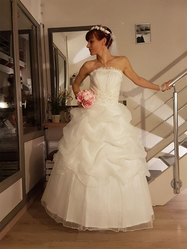 Ball Gown Ruffles Strapless Sleeveless Floor-Length Tulle Wedding Dresses