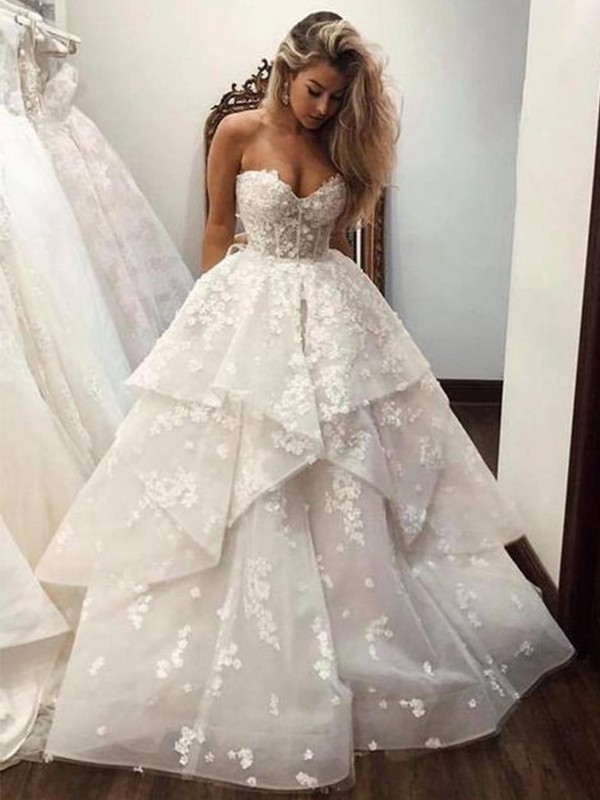 Ball Gown Sweetheart Organza Applique Sleeveless Court Train Wedding Dresses