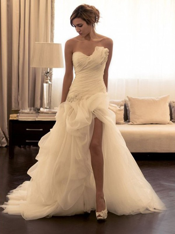 Ball Gown Beading Sweetheart Sleeveless Sweep/Brush Train Organza Wedding Dresses