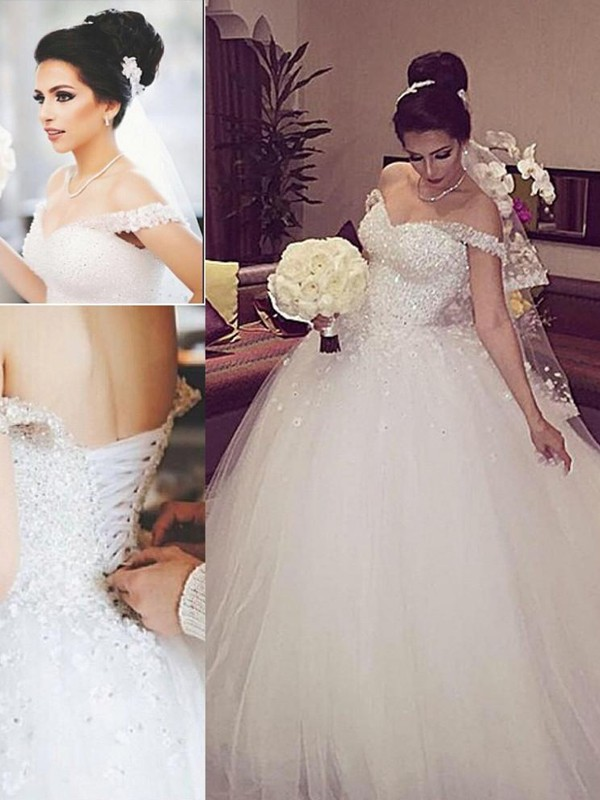 Ball Gown Lace Off-the-Shoulder Sleeveless Court Train Tulle Wedding Dresses