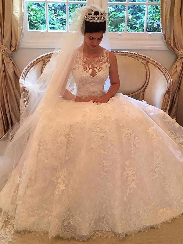 A-Line/Princess Applique Scoop Sleeveless Court Train Lace Wedding Dresses